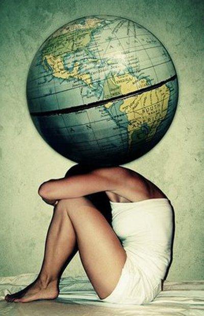 mulher-carregando-mundo-costas (1)