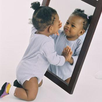 crinaça no espelho
